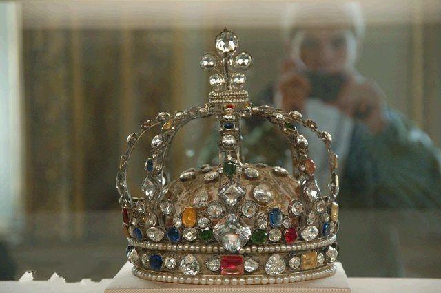 """镶有""""摄政王""""钻石的王冠"""