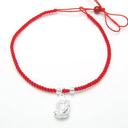红绳手链应该戴在哪只手 红绳手链戴法有什么讲究和意义图片