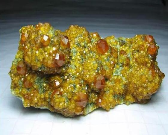 新疆石榴石原石价格多少钱 新疆石榴石原石价格图片大全