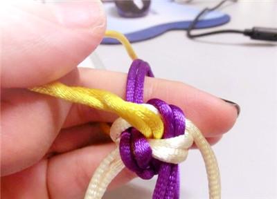 漂亮钥匙链编法教程 漂亮钥匙链编法图解