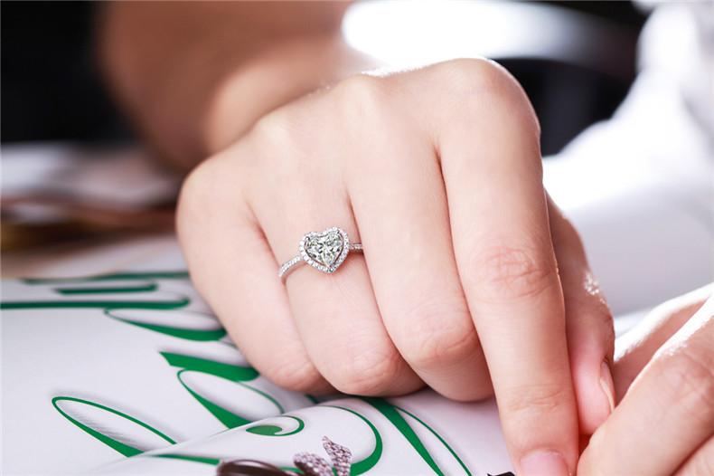 老凤祥求婚戒指材质有哪些