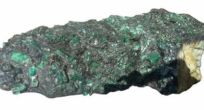 矿工挖出巨型翡翠