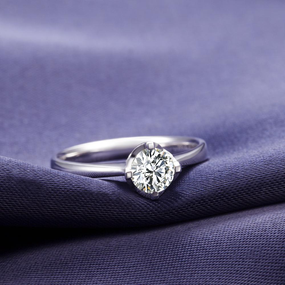 戴钻石戒指有分年龄吗