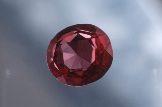 红色尖晶石,彩色宝石,尖晶石