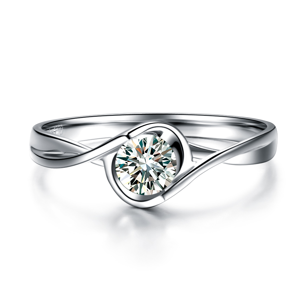 》》点击进入【倾世之吻】 白18k金30分/0.3克拉钻石戒指 专柜正品
